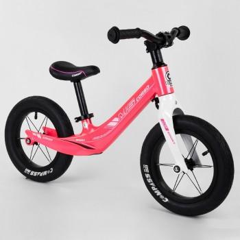 Беговел для малыша с регулируемой сидушкой, изогнутой рамой, надувными колесами Corso 45383, розовый